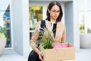 zadluzenie utrata pracy redukcja etatow